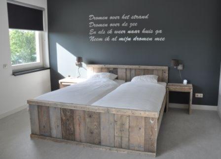 Steigerhouten-in-slaapkamer-bed-1 - Steigerhoutbestel.nl
