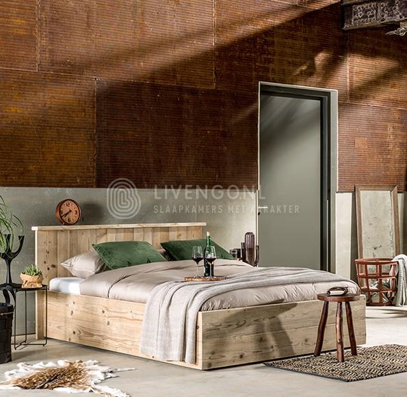 Steigerhouten-in-slaapkamer-bed-3 - Steigerhoutbestel.nl