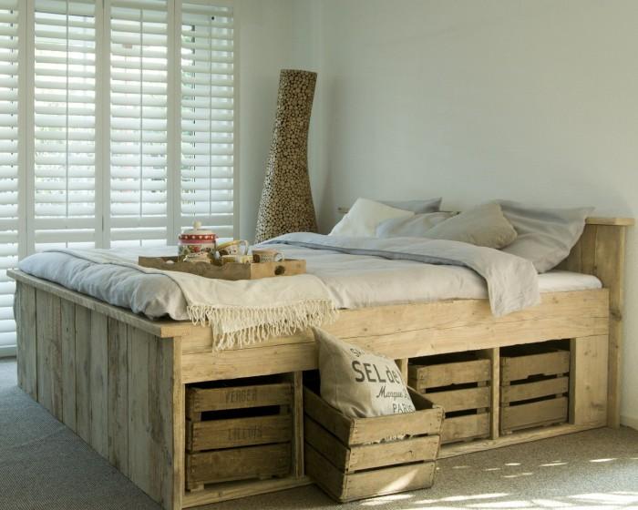 Steigerhouten-in-slaapkamer-bed - Steigerhoutbestel.nl