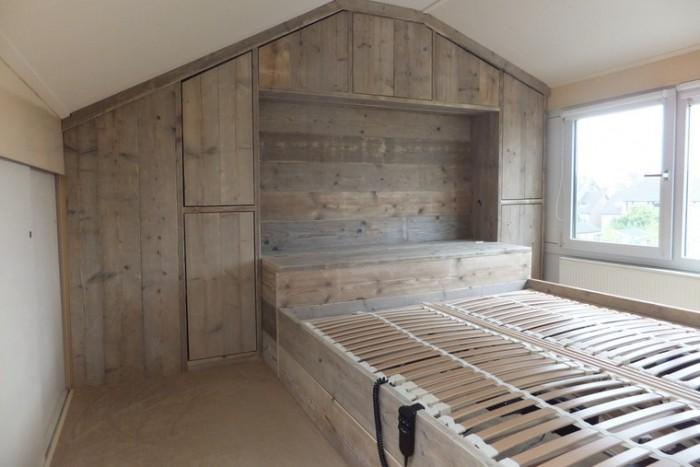 Steigerhouten in slaapkamer kast   Steigerhoutbestel nl