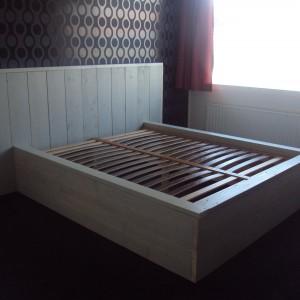 bed-steigerhout-300x300