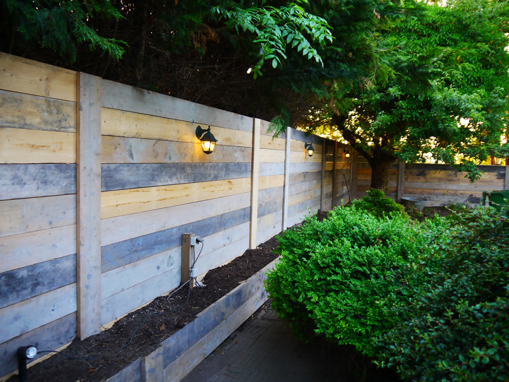 Steigerhout in de tuin schutting 2 for Huis in tuin